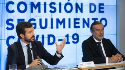 Pablo Casado y el secretario de Justicia del PP, Enrique López, en la sede del partido.PP
