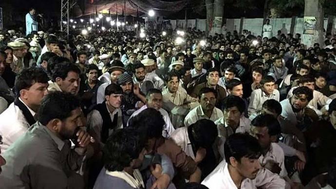 Pakistán entierra a víctimas de explosión de camión