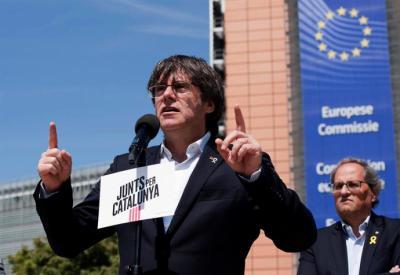 El expresidente catalán  Carles Puigdemont, junto al presidente catalán Quim Torra