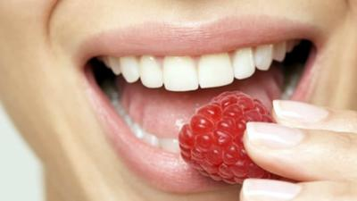 Alimentos que más ensucian y manchan los dientes
