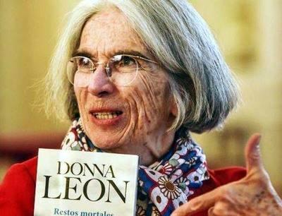 """Donna León, autora de """"Restos mortales"""", novela sobre la destrucción de la naturaleza y de los hombres, publicada por Seix Barral"""
