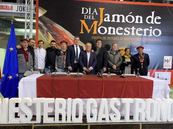 La Cofradía de la Anchoa acude a la localidad extremeña de Monesterio