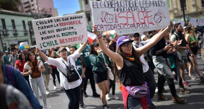Miles de personas marcharon en Valparaíso sumándose al estallido social en Chile