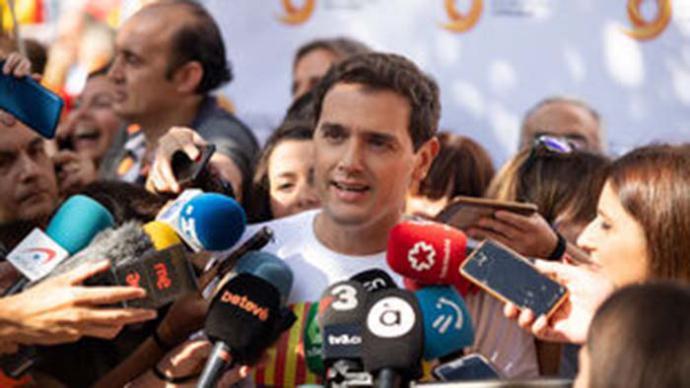 Rivera pide a Sánchez que 'rectifique' sus afirmaciones comparándole con un alemán que no condena el Holocausto