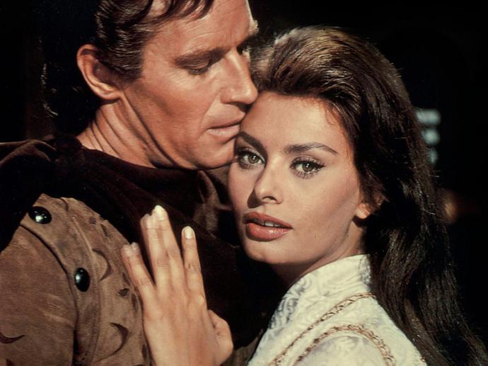 """Sofía como Doña Jimena junto a Charlton Heston en el filme """"El Cid"""" rodada en España"""