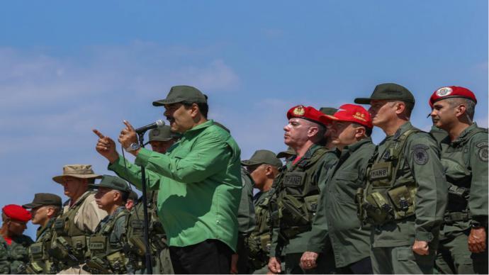 Venezuela: alto mando se lanza contra la Ley de Amnistía y cierra filas con Maduro