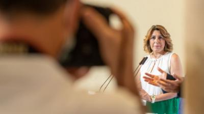 Susana Díaz, en su comparecencia junto a Juan Espadas para explicar el calendario de su relevo.Eduardo Briones (EP)