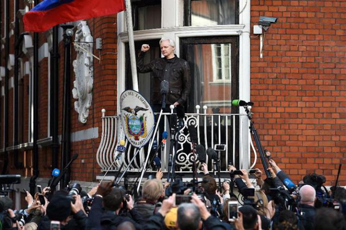 Ecuador incomunica a Julian Assange por interferir en asuntos de otros países