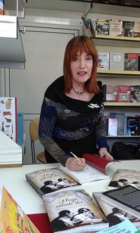 """Elena Martín, autora del libro """"Llego sábado 23"""", correspondencia entre Ramón Barce y Elena Martín"""