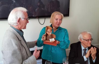 Julia Sáez Angulo recibe el Premio Dámaso Alonso