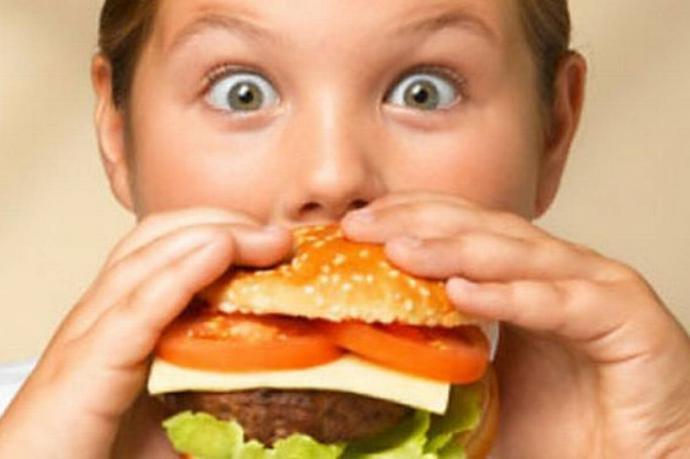 Dieta saludable y nueces para luchar contra la obesidad infantil