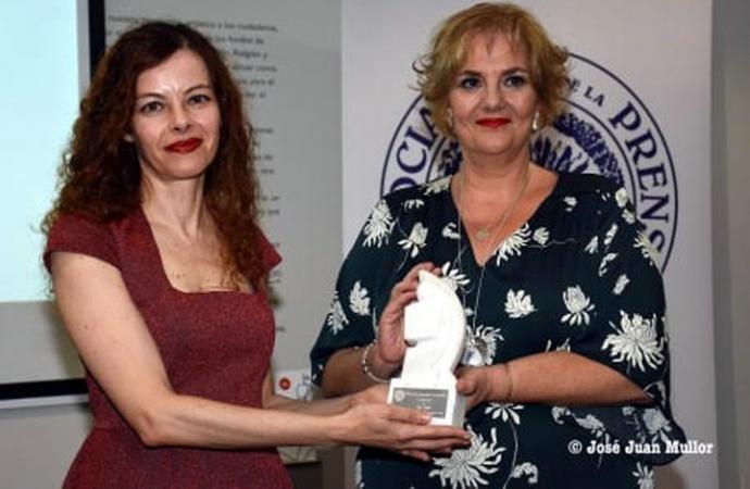 """Más de doscientas personas homenajean a Carmen de Burgos y a Mar Abad, que recibió el VII Premio Internacional de Periodismo """"Colombine"""""""