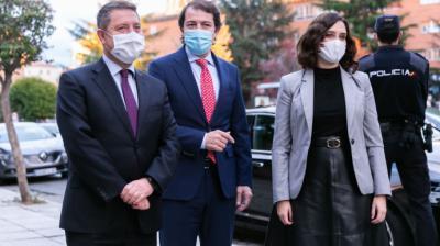 l presidente de Castilla La Mancha, Emiliano García-Page, el de Castilla y León, Alfonso Fernández Mañueco, y la presidenta de la Comunidad de Madrid, Isabel Díaz Ayuso.JCCM