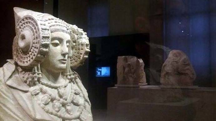 Imagen de la Dama de Elche en su vitrina del Museo Arqueológico Nacional