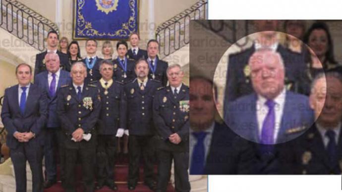 El comisario Villarejo en el acto en el que fue condecorado por la Operación Catalunya y a su izquierda, el número dos de la Policía, Eugenio Pino