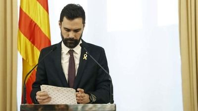 Aplazan investidura de Puigdemont y crecen divisiones entre separatistas