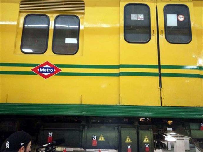 Tren antiguo de Metro de Madrid con elementos de amianto