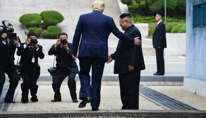 Donald Trump y Kim Jong-un en la frontera Desmilitarizada DMZ