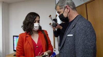 La presidenta de la Comunidad de Madrid, Isabel Díaz Ayuso, y Toni CantóJesús Hellín / Europa Press