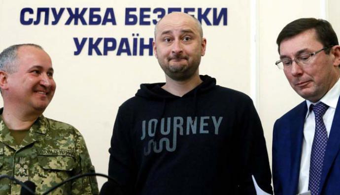 El periodista ruso 'asesinado' aparece vivo un día después en Ucrania