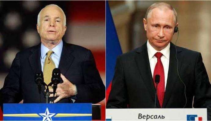 John McCain, ex candidato presidencial de Estados Unidos, y el presidente de Rusia Vladimir Putin.