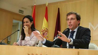 El alcalde de Madrid, José Luis Martínez-Almeida yla vicealcaldesa Begoña Villacís