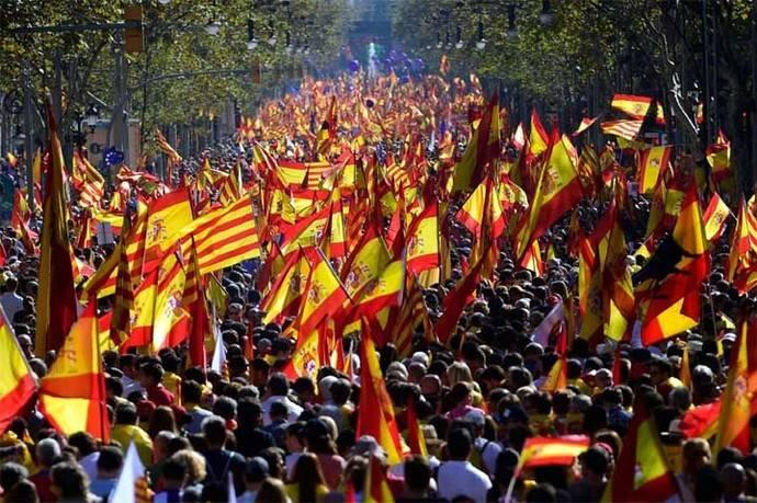 Según la Guardia Urbana, 300.000 personas marcharon en Barcelona. Otros dicen que fueron un millón.