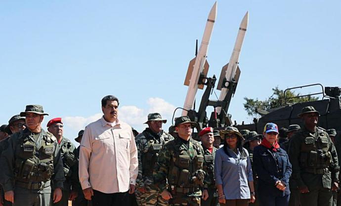 El presidente de Venezuela Nicolás maduro junto al ministro de Defensa Vladimir Padrino y el comandante Remigio Ceballos en una imagen de archivo.