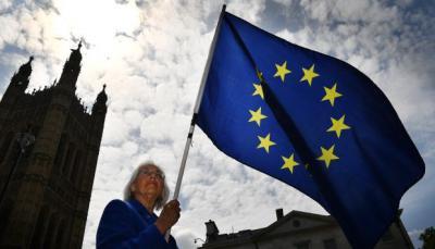 Comisión Europea respalda propuesta de abandonar cambio de hora en invierno