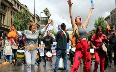 Exposición fotográfica revela la realidad social de mujeres en Chile