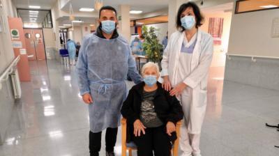 El popular Bernabé Cano el día de su vacunación en la residencia Savia en La Nucía.