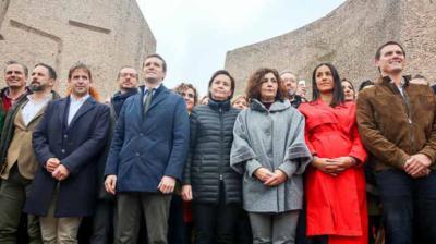 Abascal, Casado y Rivera posan en la foto final de la concentración de Colón del pasado 10 de febrero.