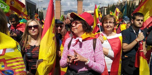 Algunas de las manifestantes presentes en la concentración de Vox en Barcelona ARTURO PUENTE