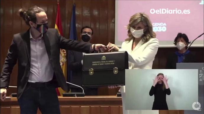Pablo Iglesias,  durante eltraspasode cartera ministerial a la nueva vicepresidenta tercera y ministra de Trabajo y Economía social, Yolanda Díaz (captura de pantalla)