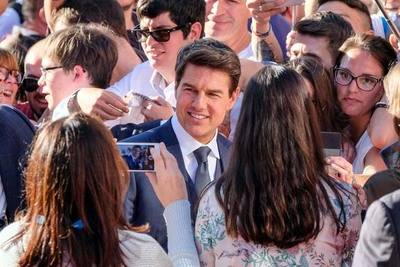 Tom Cruise en Madrid: dos horas de autógrafos y visita al nuevo estadio del Atlético