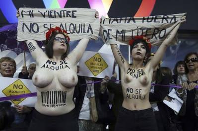 Protesta feminista en Madrid contra la feria de gestación subrogada