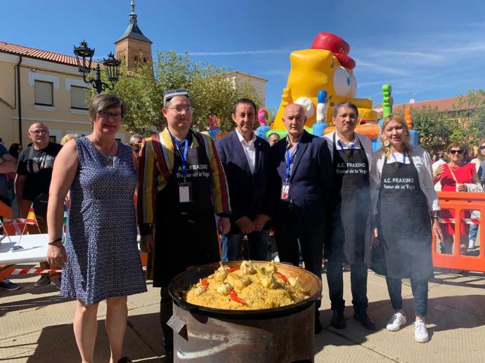 El alcalde de Fresno, Antonio Lozano, Tomás Rodriguez presidente de Visión, el cónsul y cocinero de Uzbekistán y la teniente de alcalde, Eloina Aragón.