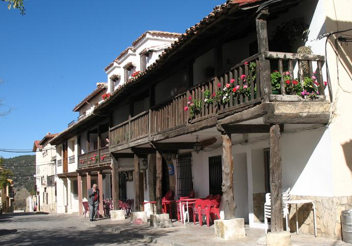 Casas típicas en la Plaza Mayor de Beteta