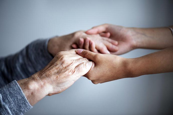 En busca de un cuidador para los mayores