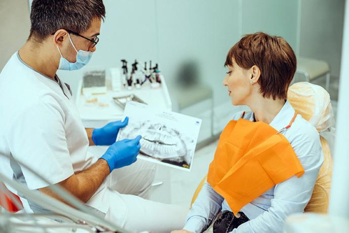 Mala higiene o falta de vitaminas: las claves del sangrado de encías