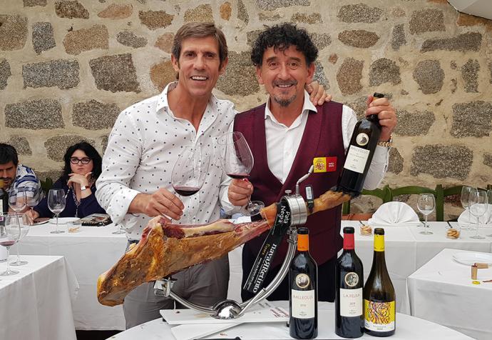 Javier Moro, de Bodega Emilio Moro y el maestro cortador Florencio Sanchidrián