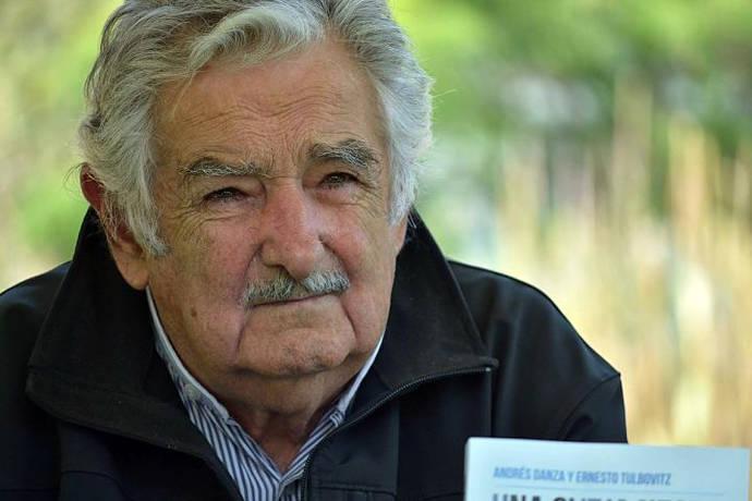 """Pepe Mujica en Chile: """"No hay que elegir a los que les guste demasiado la plata"""""""