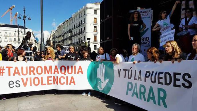 Una multitudinaria marcha antitaurina en Madrid exige la abolición de la tauromaquia