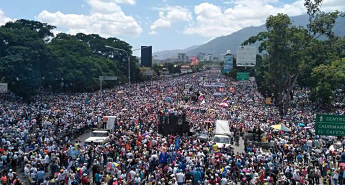 Marcha 'Somos Millones' del pasado 20 de mayo a su paso por la Autopista Francisco Fajardo