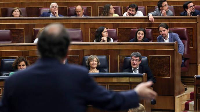 Mariano Rajoy convierte la moción de censura en un cuerpo a cuerpo con Pablo Iglesias
