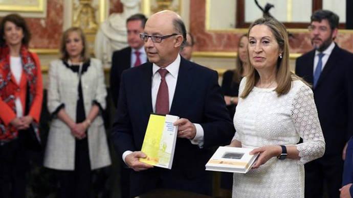 Menos gasto en los Presupuestos de Montoro, los primeros de Rajoy en minoría