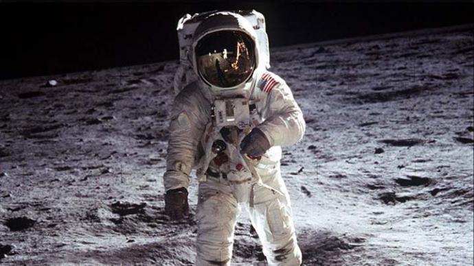 ¿Quien se iba imaginar hace 50 años que el hombre pudiera aterrizar en un satélite llamado luna?