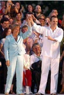 Bosé apoyó a Bachelet al final de su campaña política en 2006