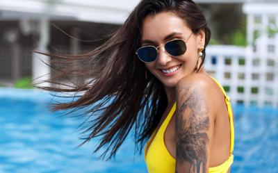 Cómo cuidar y proteger los tatuajes en verano