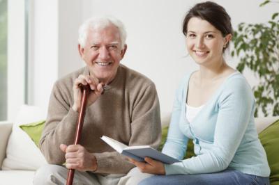 La demanda del cuidado de mayores a domicilio ha incrementado hasta un 10%